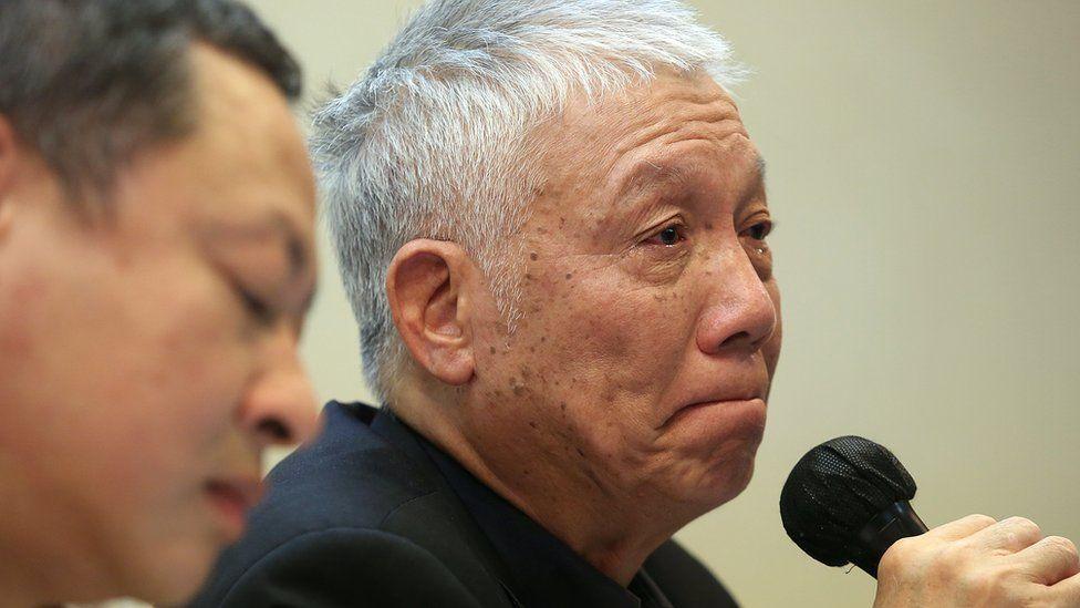 朱耀明呼吁示威者退场时落泪。