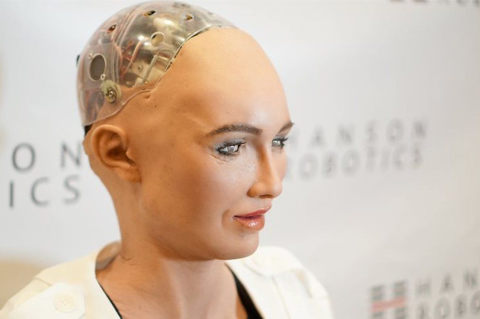 CES 2018: A clunky chat with Sophia the robot - BBC News