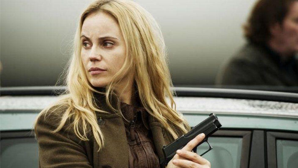 Saga Noren (Sofia Helin) o gyfres 'The Bridge'
