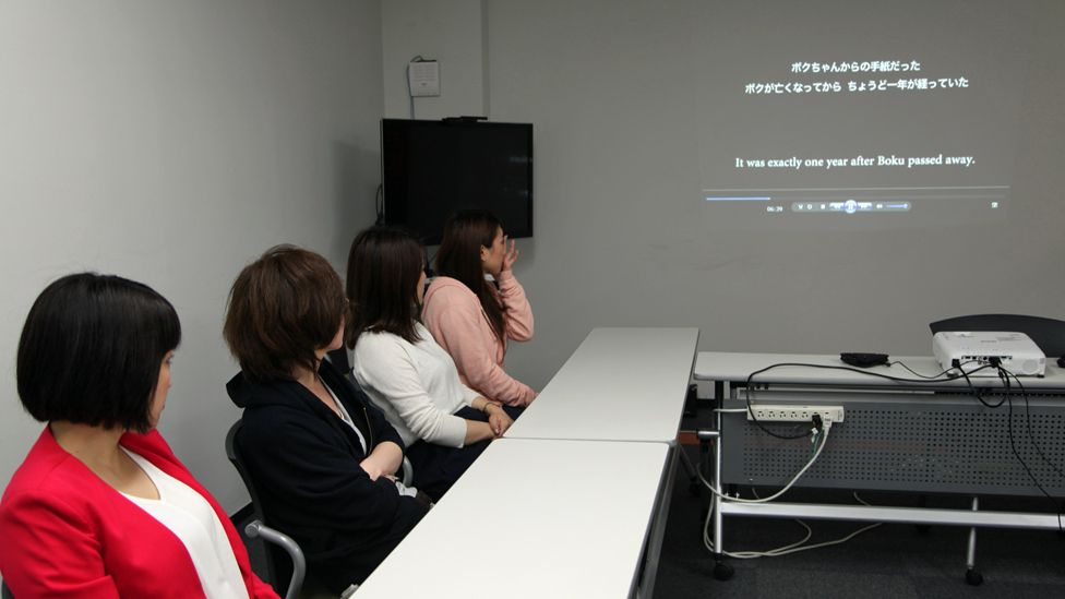 Women at the crying workshop