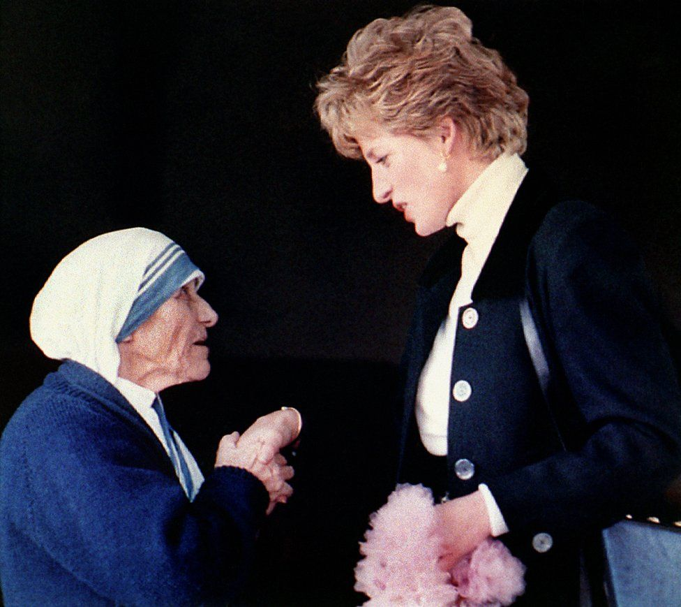 Diana, Princess of Wales meeting Mother Teresa during a visit to a convent in Rome in 1992