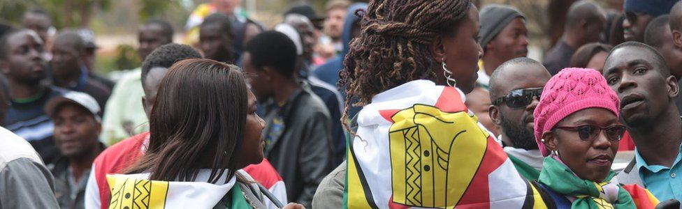 Crowds outside court in Zimbabwe in support of Pastor Evan Mawarire