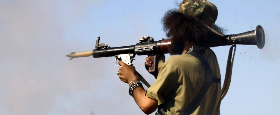 A member of the Libyan National Army (LNA), also known as the forces loyal to Marshal Khalifa Haftar, fires a rocket-propelled grenade during fighting against jihadists in Benghazi's Al-Hout market area on May 20, 2017.