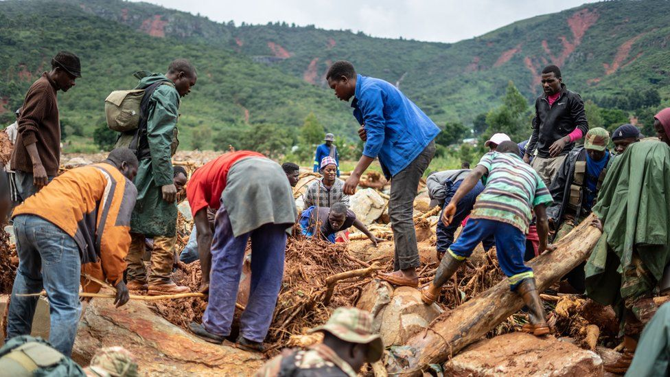 Searching for bodies in Ngangu township, Chimanimani - 18 March 2019