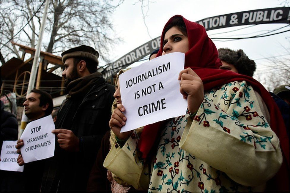 Protesting journalists in Kashmir