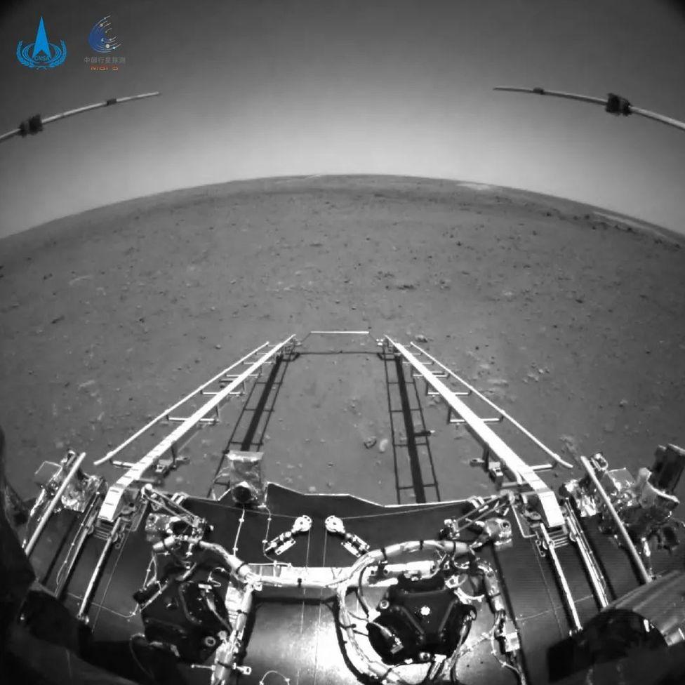 Tampak depan dari rover