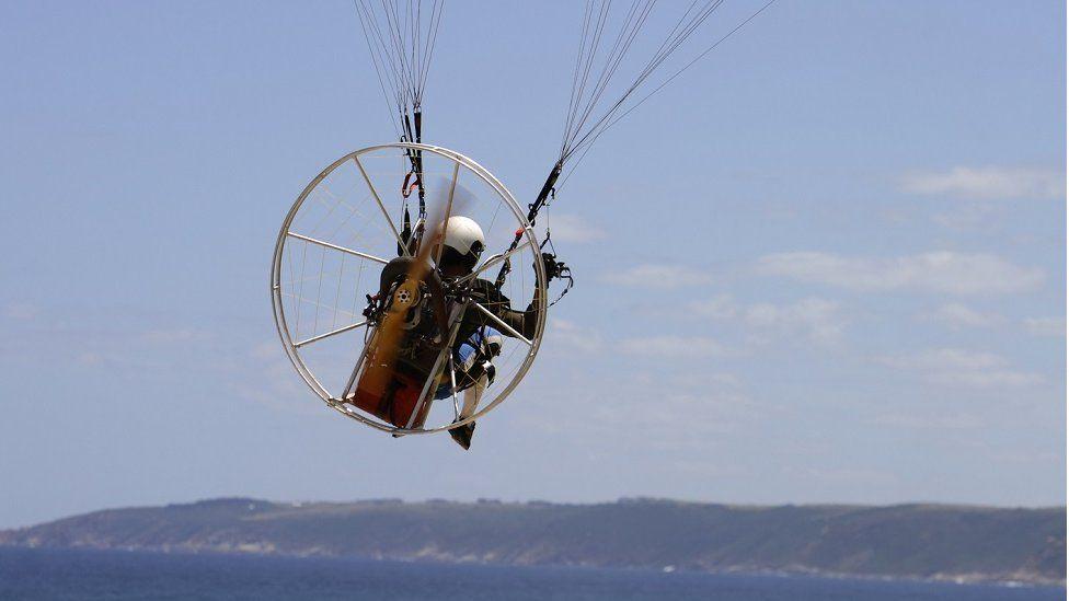 Motorised paraglider