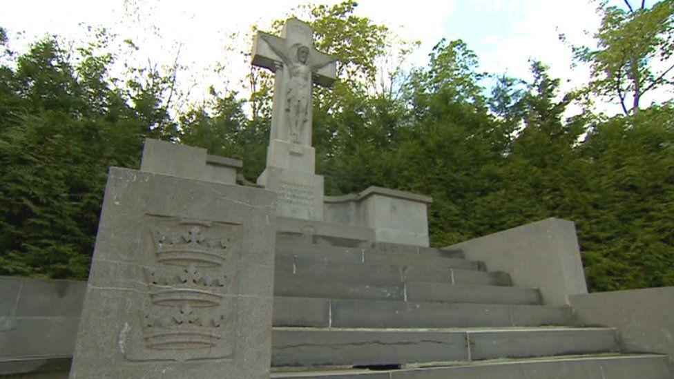 The Hull memorial in Oppy