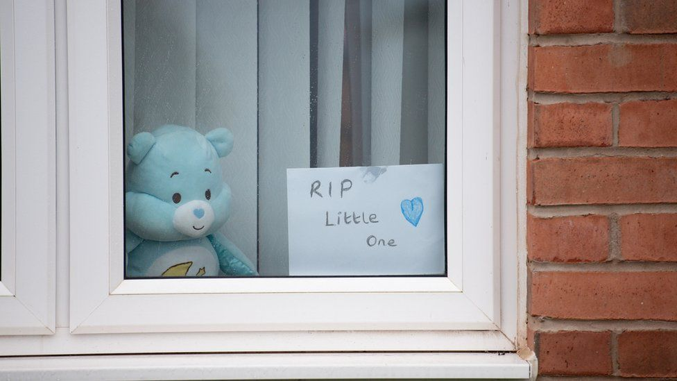 """A house displays a sign stating """"RIP Little One"""" on Vashon Drive in Droitwich, Worcestershire"""