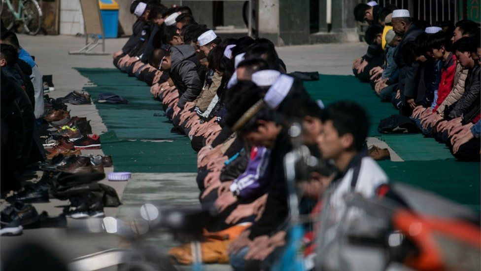 Hui Muslims pray in Linxia, Gansu (file image)