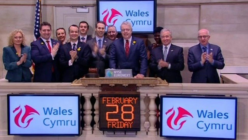 Carwyn Jones rings the opening bell at New York Stock Exchange in 2014