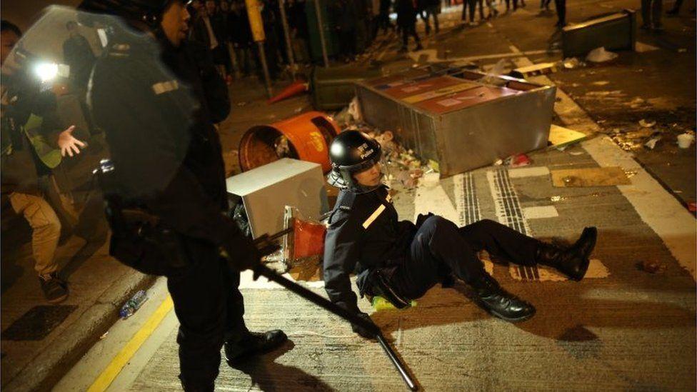 Riot police in the streets of Mong Kong, Hong Kong (9 Feb 2016)
