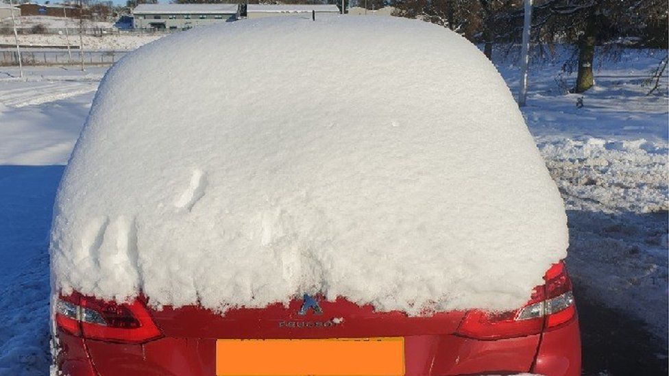 Dundee snow car