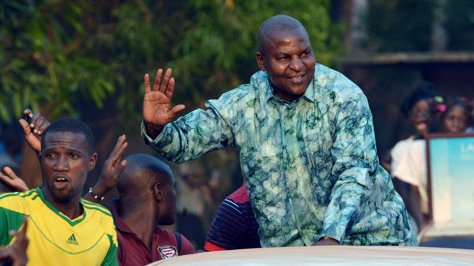 Presidential candidate Faustin Touadera waving to supporters in Bangui, 28 Dec 15