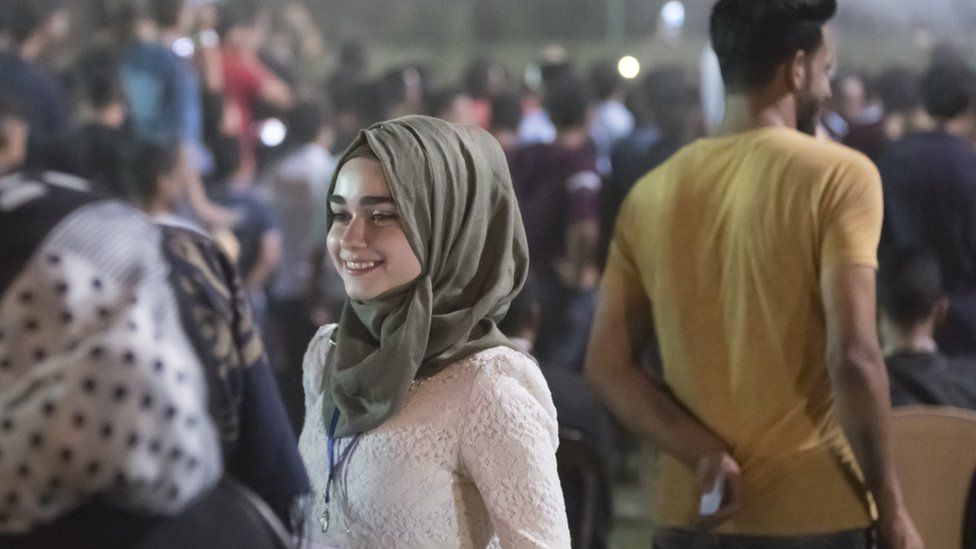 Woman smiles at Mosul Peace Festival (Sept 2017)
