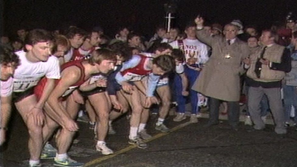 Athletes at start line in 1986