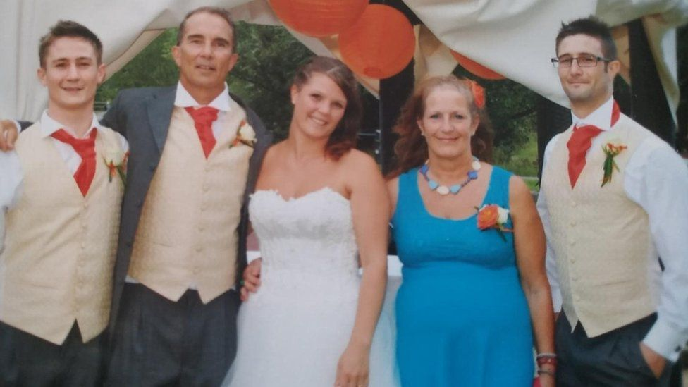 Frost family at wedding