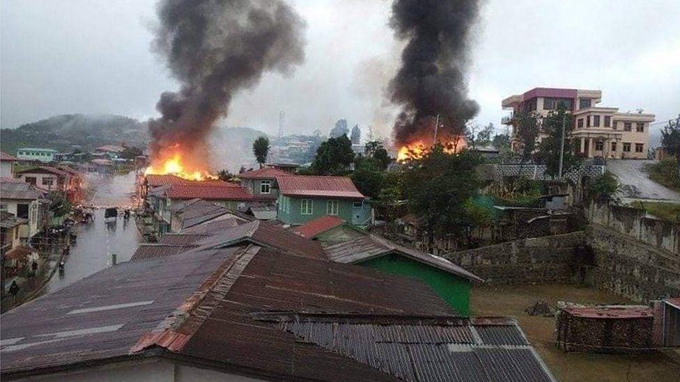 Myanmar: Whole town flees amid fierce fighting - BBC News