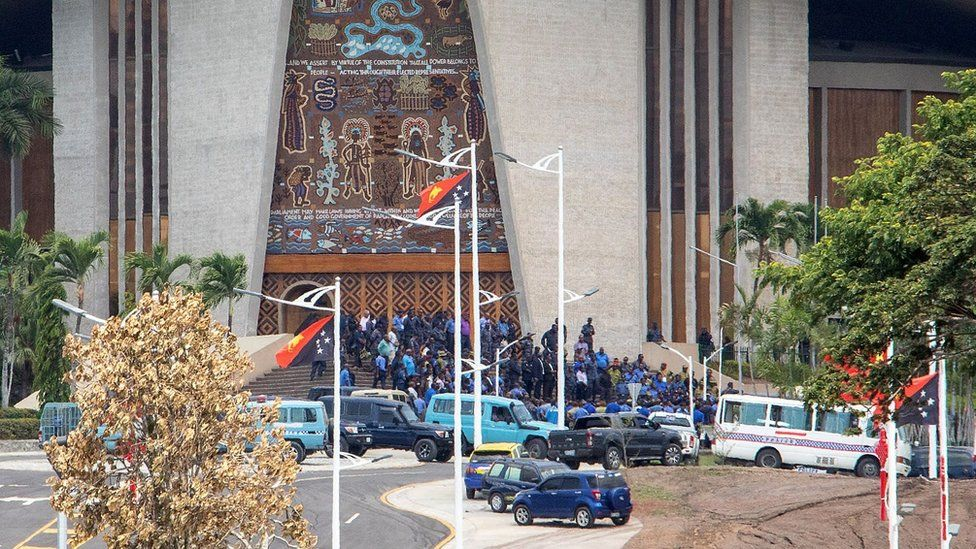 Police outside PNG parliament building