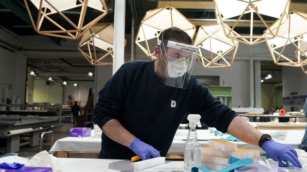 Basque company makes rubber gloves