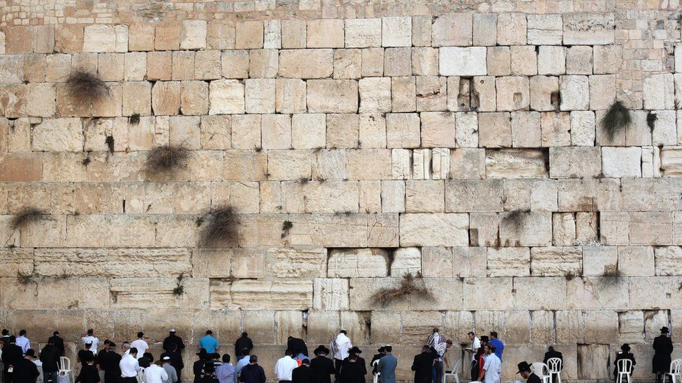Nude model's Western Wall photo shoot sparks anger