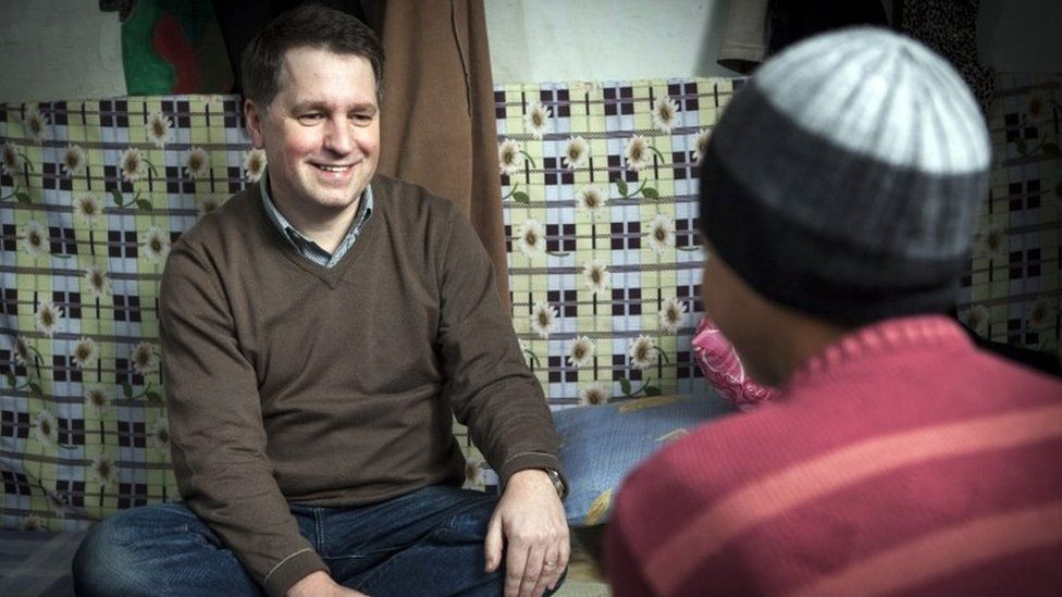 Justin Forsyth on Syrian border with refugee