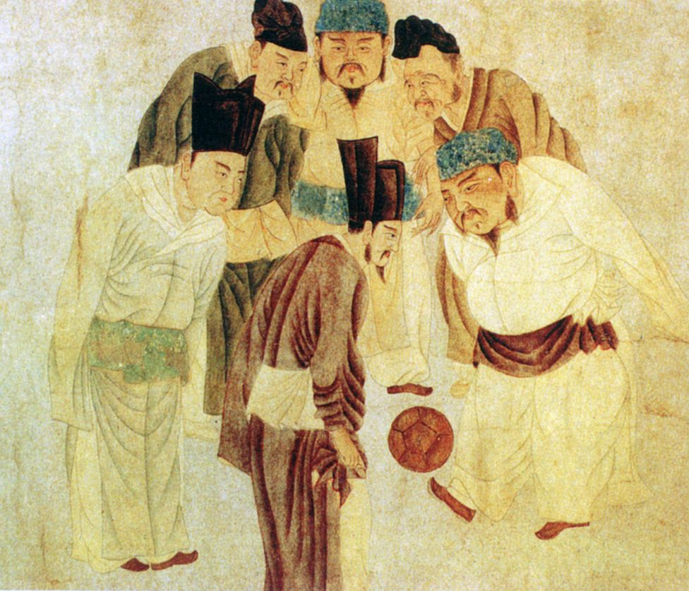 Painting of Song emperor Taizu playing football surrounded by courtiers