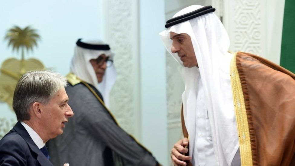 British Foreign Secretary Phillip Hammond (left) and his Saudi counterpart Adel al-Jubeir at the Saudi foreign ministry (28 October 2015)