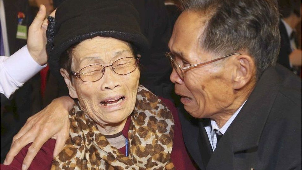 South Korean mother Kim Wol-soon, 93, weeps with her North Korean son Ju Jae Un, 72, during the Separated Family Reunion Meeting at the Diamond Mountain resort in North Korea (24 Oct. 2015)