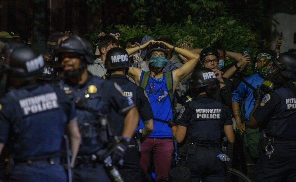 Police detain protesters in Washington DC. Photo: 31 May 2020