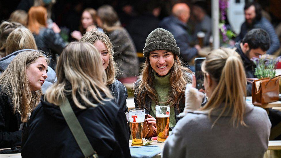 Outdoor drinking in Edinburgh