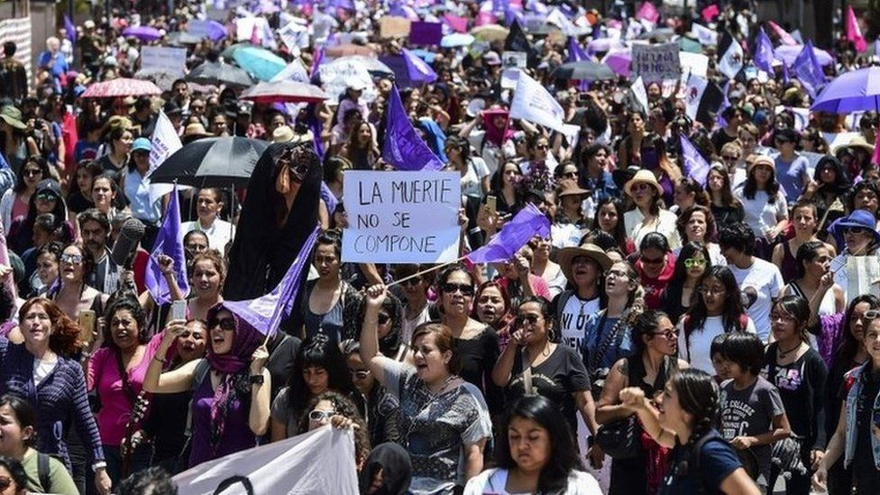"""Many women took to the streets in Mexico City to demand justice. The banner reads """"death can't be fixed"""". (17/09/2017)"""
