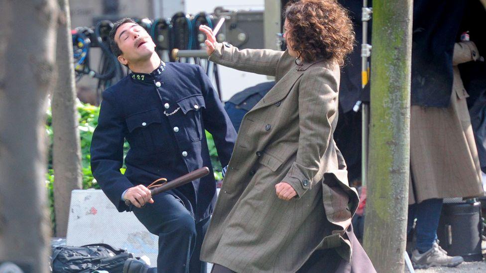 Stunt double for Helena Bonham Carter films jiu jitsu move on policeman