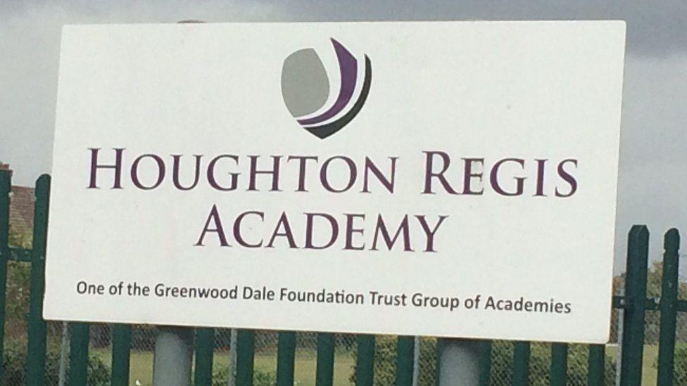 Houghton Regis Academy: Parents concern over possible closure