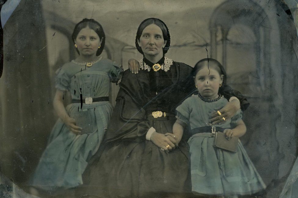 Hand-coloured photograph of Hannah Porter with her daughters, Sarah and Susanna in 1862