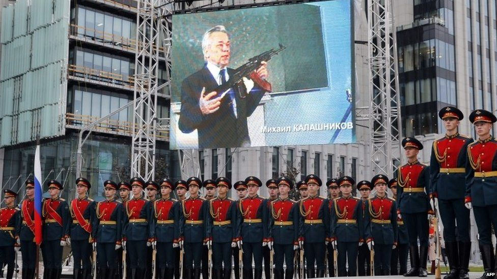 Honour guards attend the unveiling ceremony of a statue of Mikhail Kalashnikov, the Russian inventor of the fabled AK-47 assault rifle, in downtown Moscow on September 19, 2017.