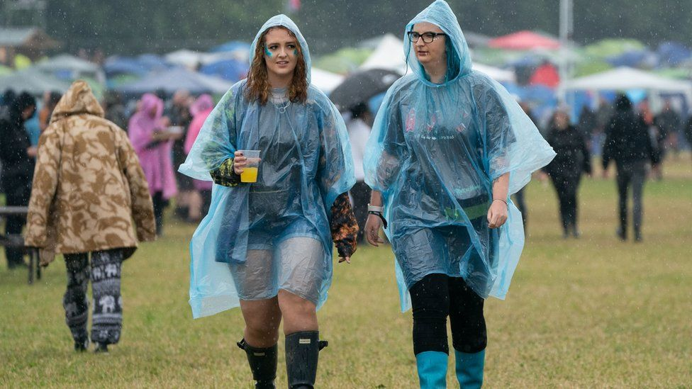 Women walking around Download Festival 2021