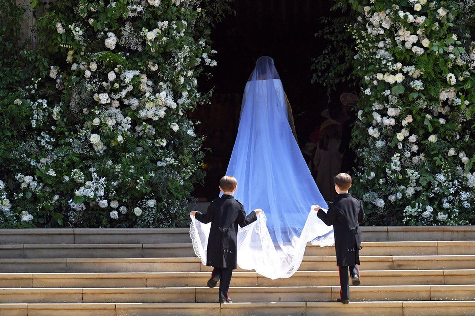 Меган Маркл прибывает в часовню Святого Георгия в Виндзорском замке