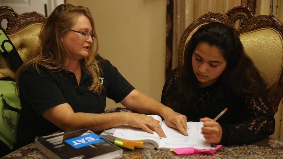 A Princeton Review tutor helping a student in Florida