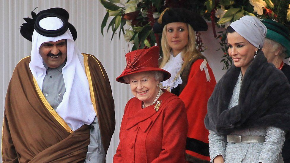 Former Emir of Qatar and his wife Sheikha Mozah bint Nasser with the Queen