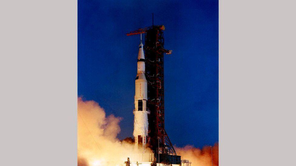 """Аполлон-11"" стартовал с космодрома Космического центра имени Кеннеди."
