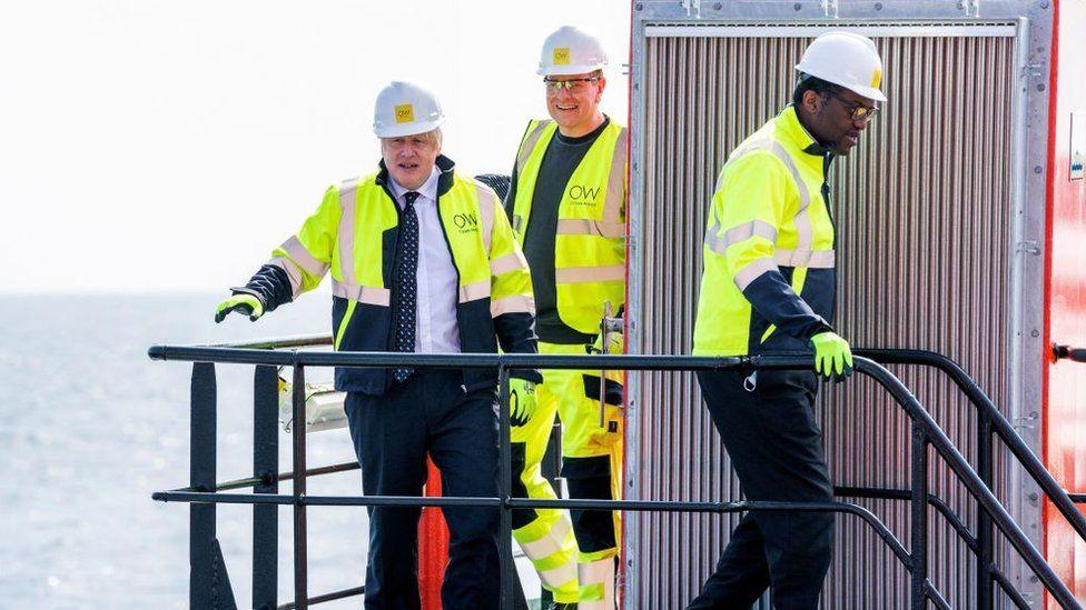 Борис Джонсон и Кваси Квартенг посещают морскую ветряную электростанцию Moray