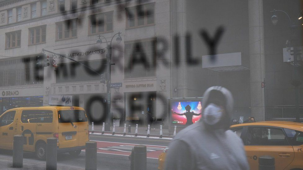 A business closed sign in NYC