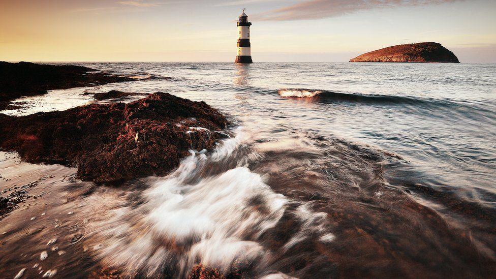 Goleudy cyfarwydd Penmon // Penmon lighthouse
