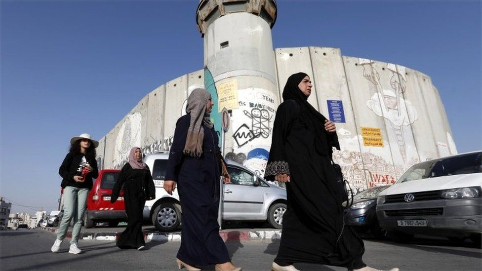 Palestinian women walk past Israeli checkpoint in West Bank (file photo)