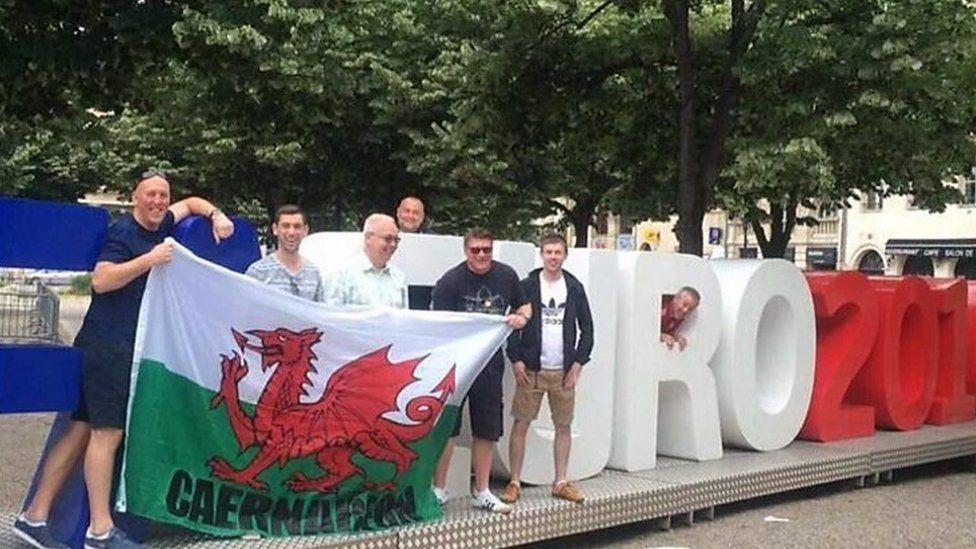 Cefnogwyr Cymru 2016