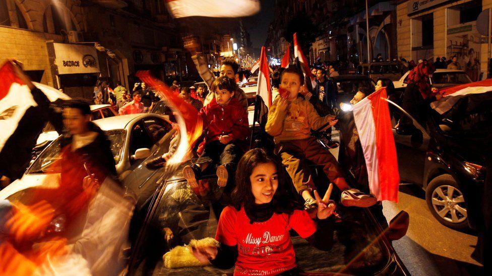 Egyptians celebrate after Egyptian President Hosni Mubarak's resignation in Cairo (11 February 2011)