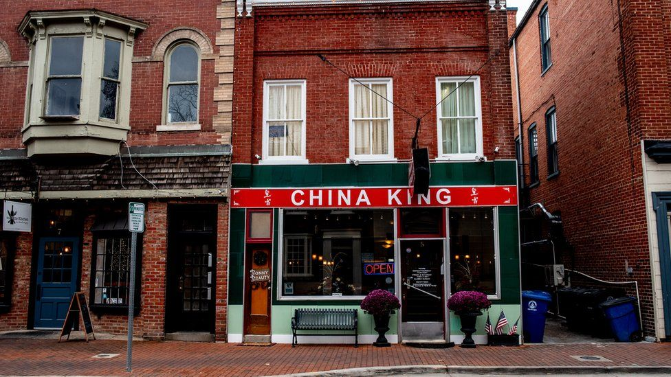 A Leesburg street with a Chinese restaurant
