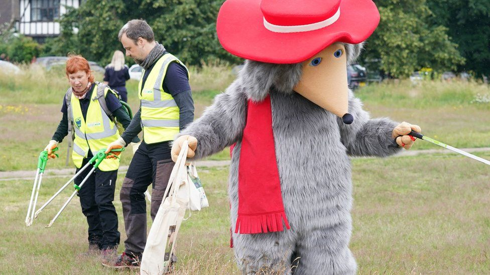 Head Womble Orinoco joined by The Conservation Volunteers during an hour of litter-picking on Wimbledon Common