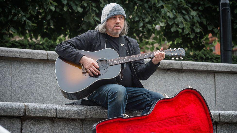 Damon Gough in Cold Feet